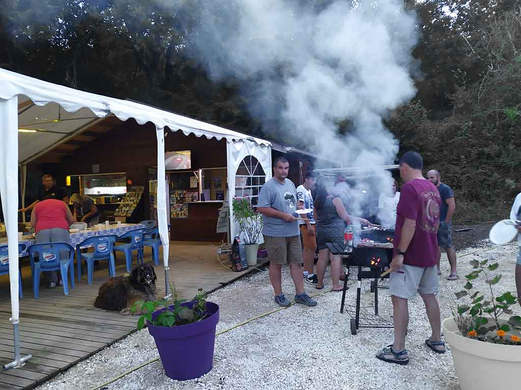 barbecue village vacances le pic dans le lot